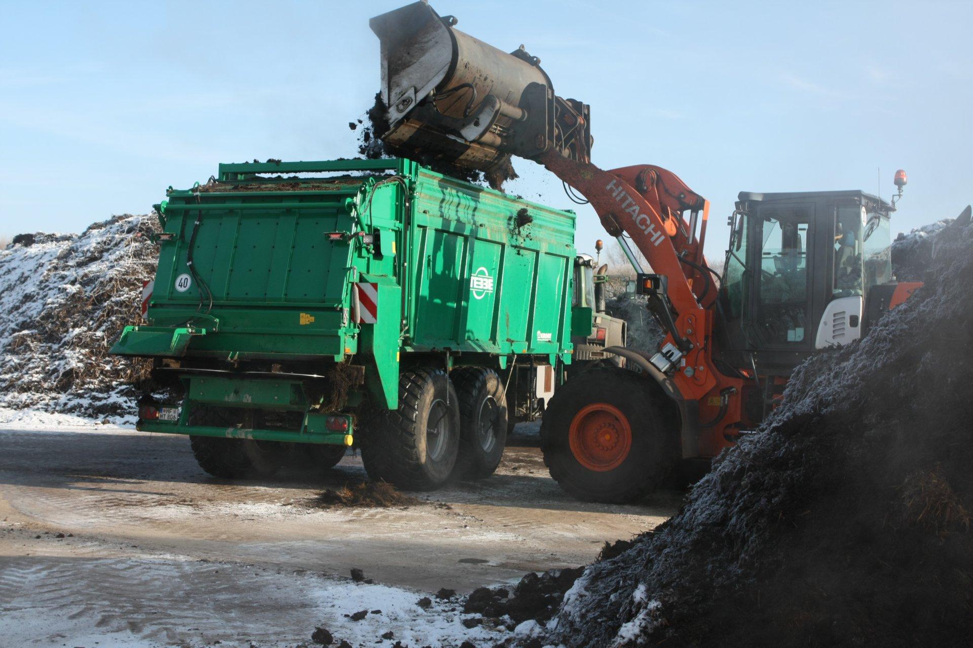 Kompost aufladen - Tebbe